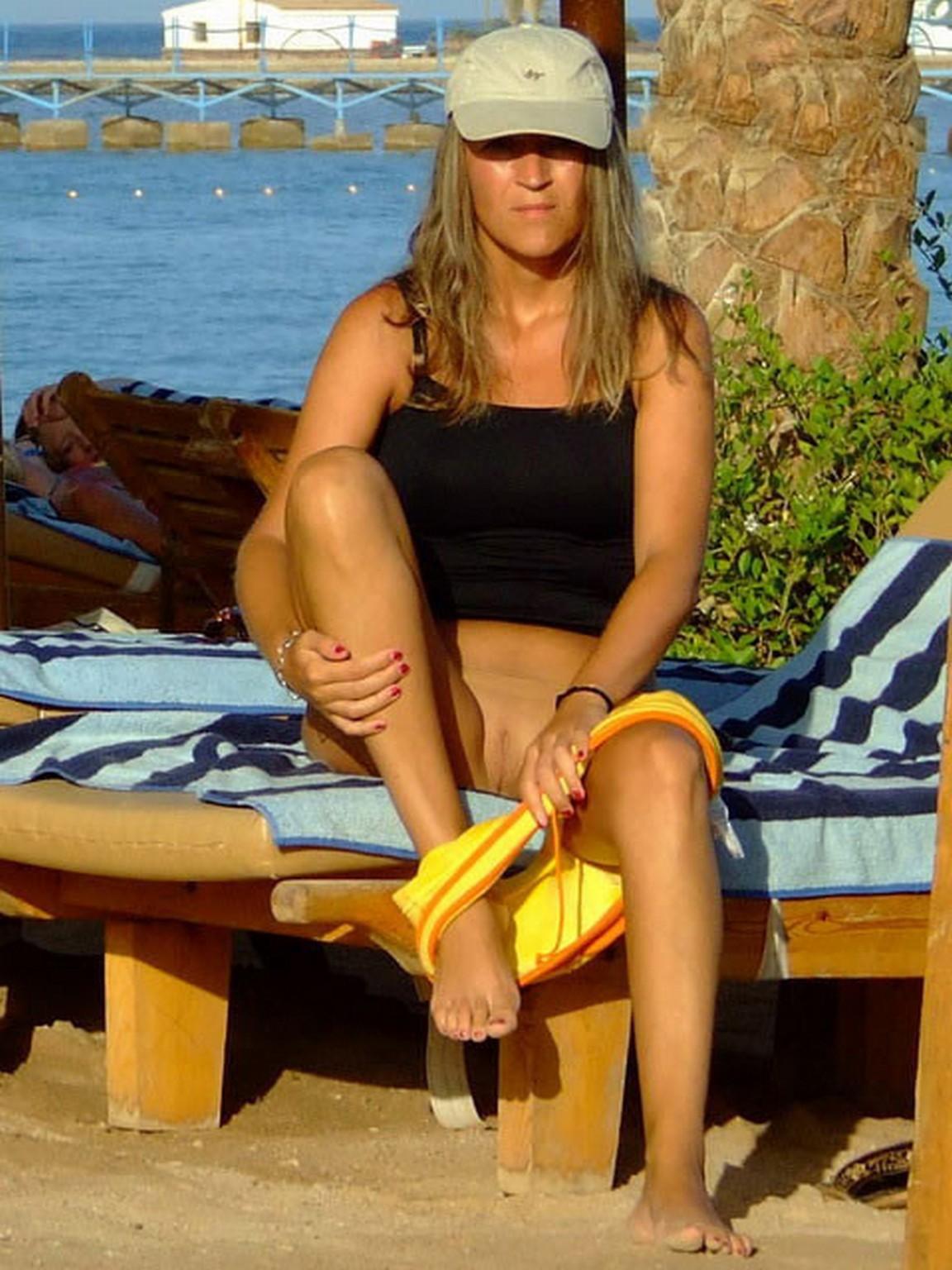 Фото голых девчонок в пляжных кабинках 26 фотография