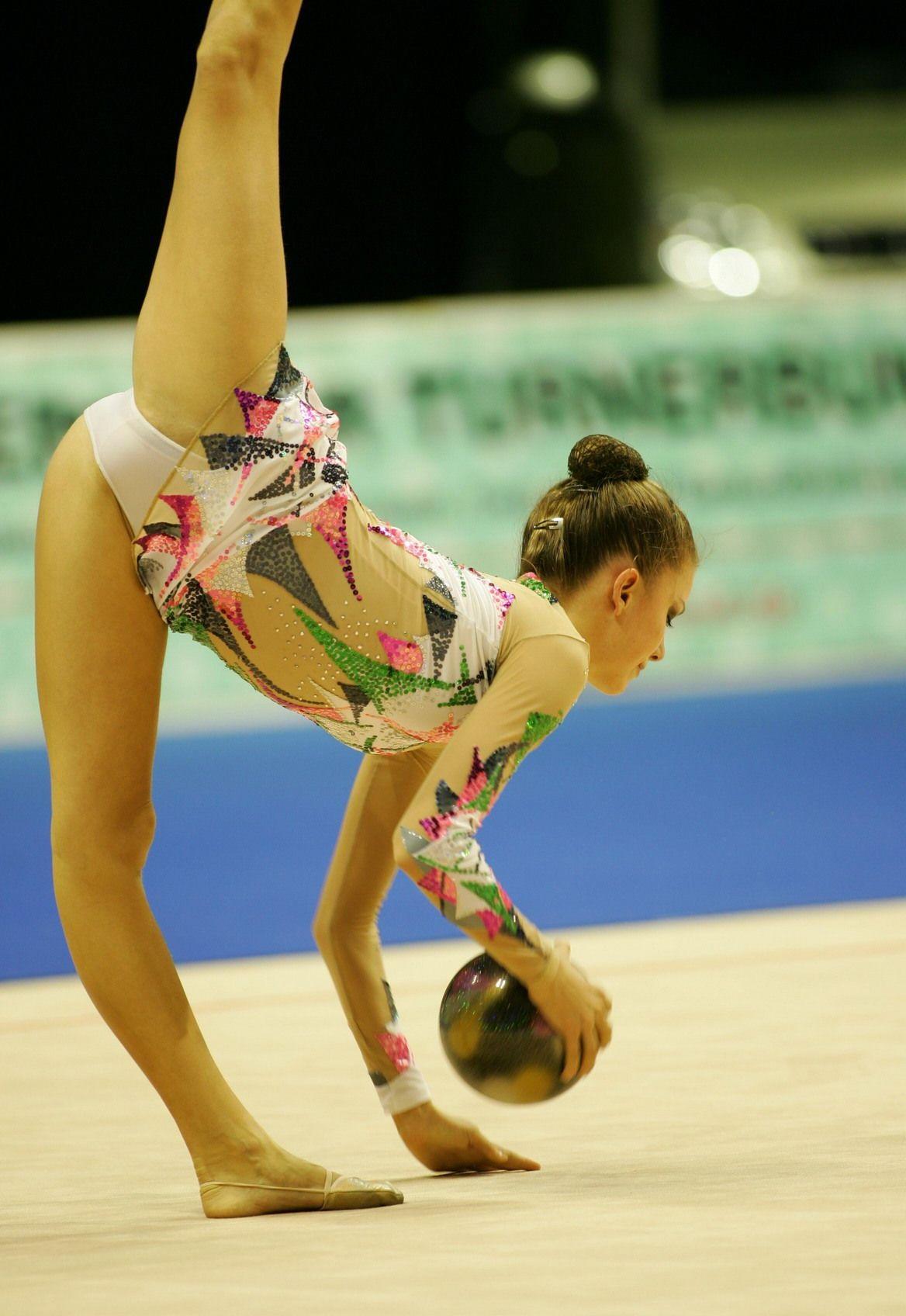 Трусики гимнастки онлайн 3 фотография