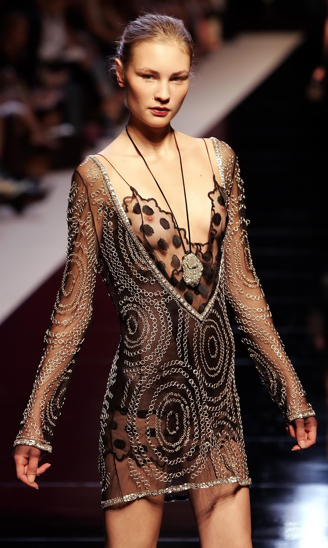 Эротические платья на показах мод 9 фотография