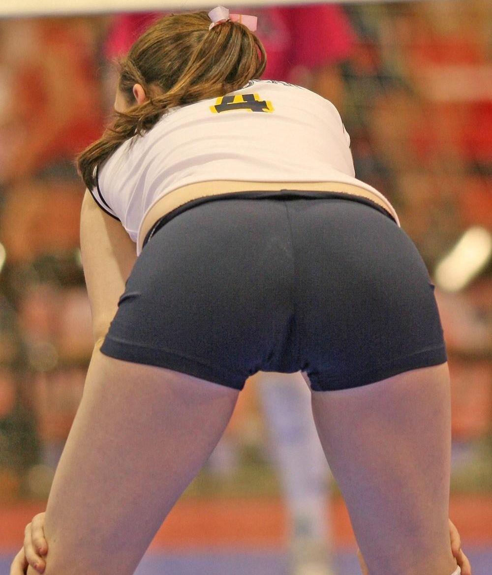 Эро фото девушек волейболисток в мини шортах 7 фотография